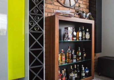 Barek salonowy w nowoczesnym apartamencie.