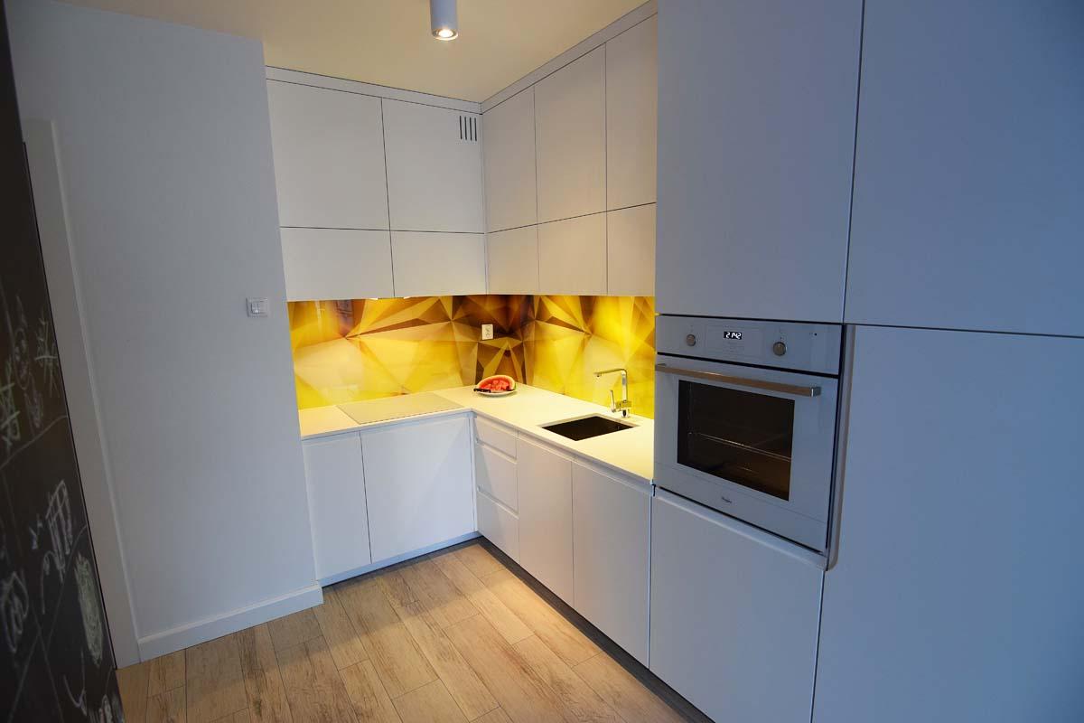 Wnętrze kuchni w mieszkaniu pokazowym