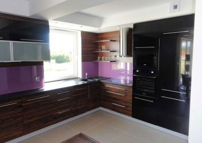 Meble kuchenne z akcentem fioletu