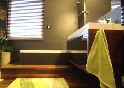 Meble łazienkowe w brązach