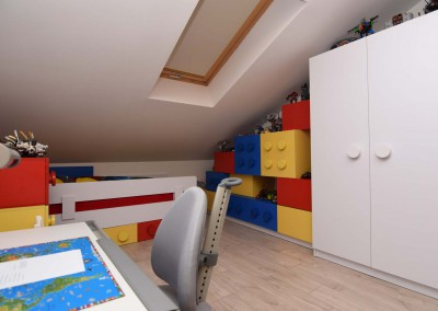 Meble do pokoju 6-latka w kształcie klocków wg projektu