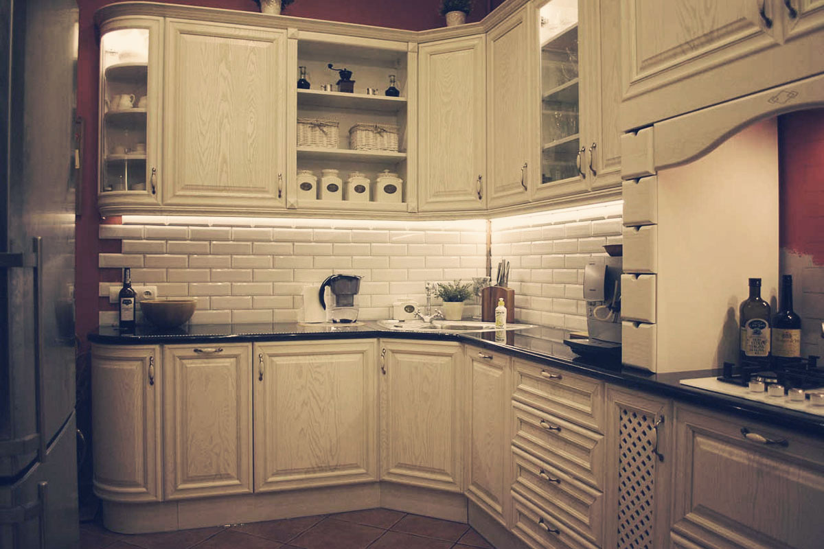 Meble kuchenne na wymiar w stylu retro dla domu w Bydgoszczy.