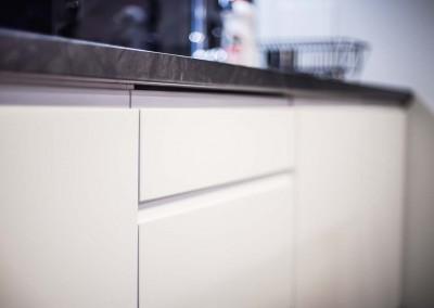 Fronty dolnych szafek kuchennych w meblach od Mobiliani.