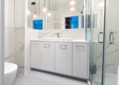 Meble łazienkowe w mieszkaniu na osiedlu Arkada