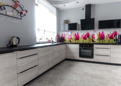 Meble kuchenne w tulipanach
